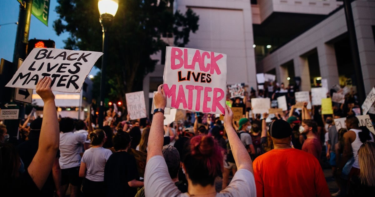 7 Ways Protestors Showed Support Featured